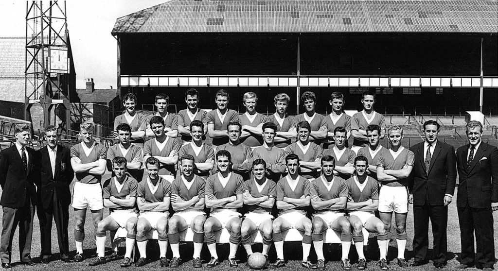 EVERTON F.C. '61/'62 SEASON With Tommy Ring Middle row 3rd. from left of Manager Harry Catterick